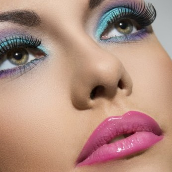 mujer-maquillaja