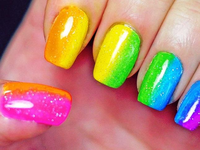 uñas-decoradas-de-colores