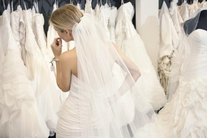 novia-eligiendo-vestido-palmashoppers-1024x682